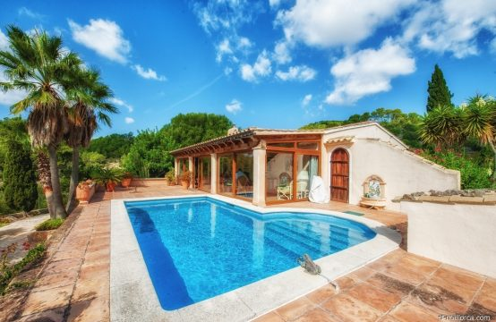 Idyllic finca with pool and garden
