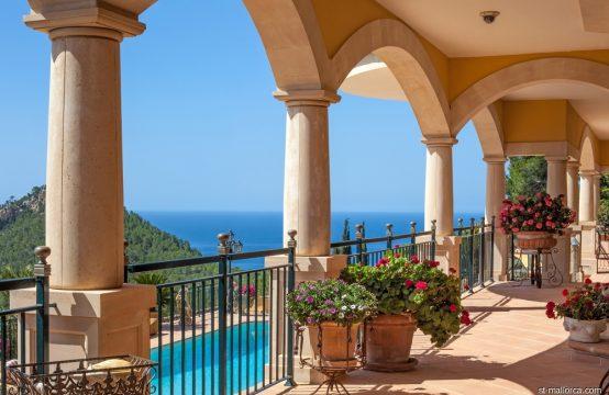 Imposing sea view villa in Puerto Andratx