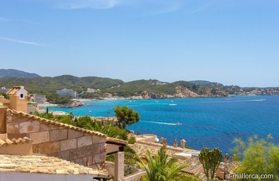 Top sea view apartment in dreamlike residence in Cala Fornells