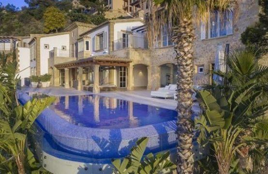 Moderne Mediterrane Villa mit spektakulerem Blick über Port Andratx und das offene Meer