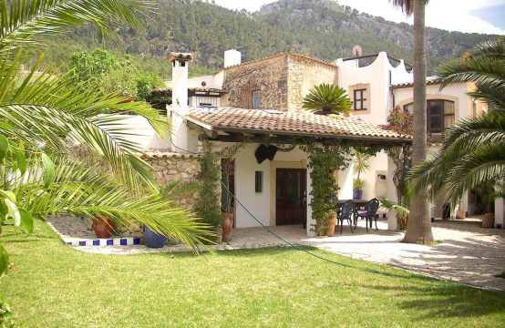 Beautiful Finca in walking distance to the centre of Andratx.
