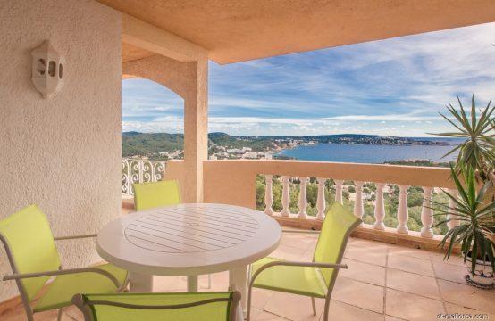 Apartamento moderno con vistas panorámicas al mar en Paguera