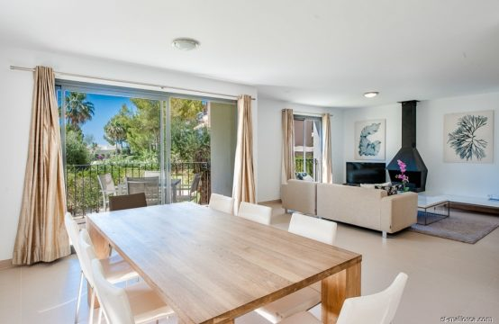 Spacious 4 bedroom garden apartment in Camp de Mar