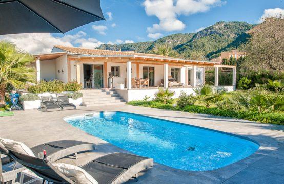 Neue top moderne und zentral gelegene Finca in Andratx
