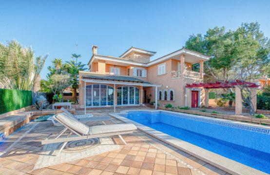 Vermietung! Villa mit Pool nahe Port Adriano