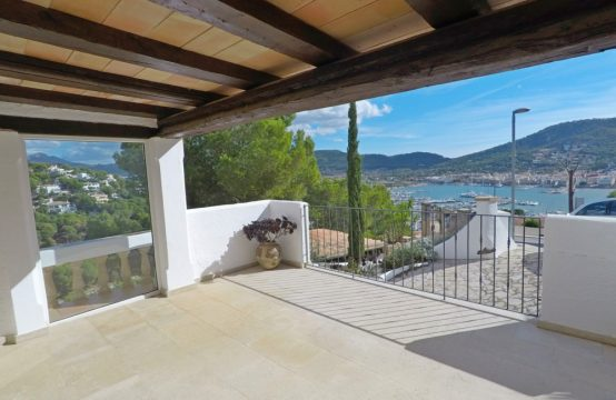 Top renovated villa with fantastic harbour views in Puerto Andratx