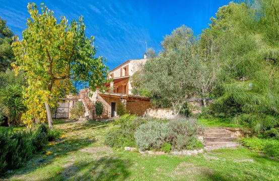Spacious Finca with Pool in S'Arraco