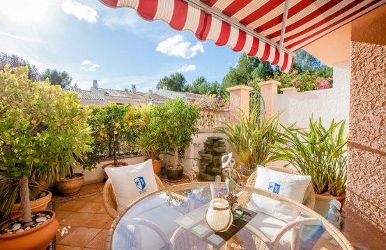 Luminosa y acogedora casa adosada con jardín en Paguera
