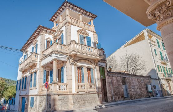 Noble townhouse with garden in S&#8217&#x3B;Arraco