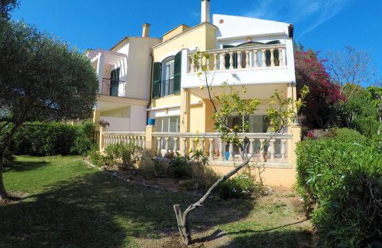 Preciosa casa de golf con jardín y garaje en Camp de Mar