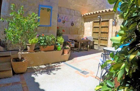 Encantadora casa de pueblo con patio mediterráneo en Andratx