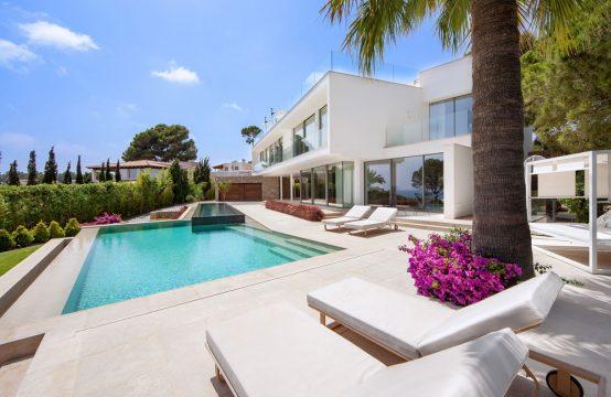 Villa moderna con vistas al mar en Sol de Mallorca