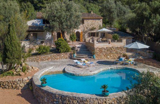 Finca modernizada con piscina y vistas panorámicas en Andratx
