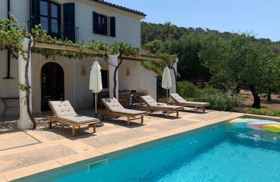 Finca renovada en S'Arraco con gran jardín y piscina