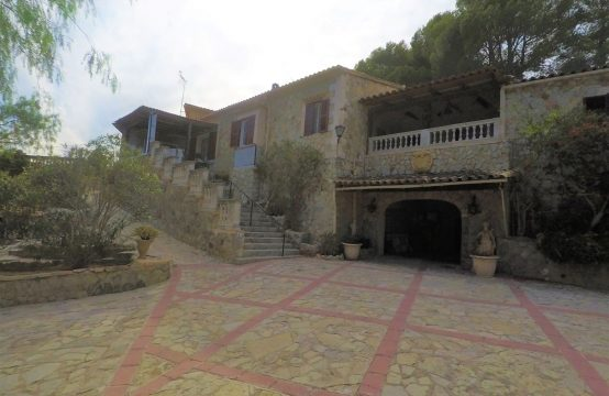 Majorcan property in Paguera with high potential