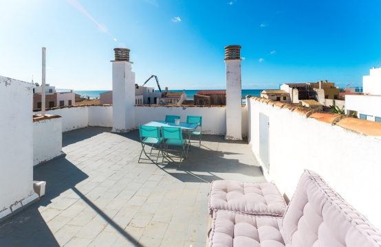 El Molinar : Haus mit Meerblick, Dachterrasse und Garage – weniger als 100 Schritte zum Sandstrand !
