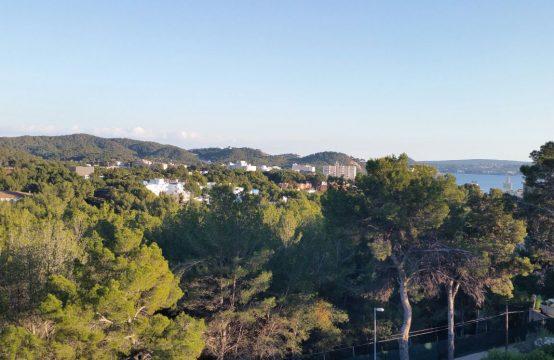Ático con vistas al mar y gran patio en Paguera