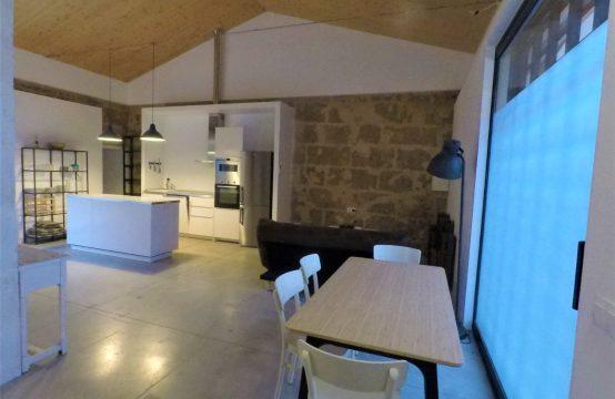 Casa modernizada en Andratx de estilo loft con patio