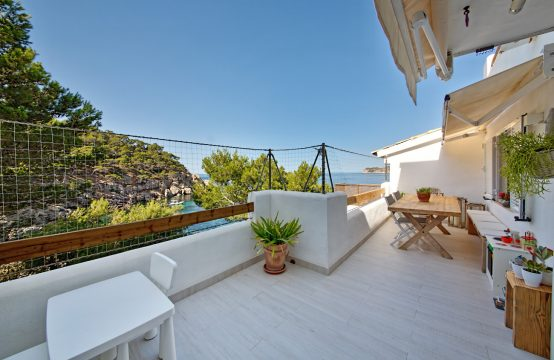 Modernes Apartment in erster Meereslinie in Sant Elm