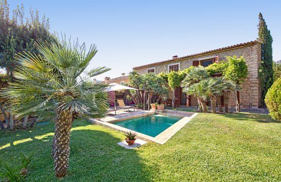 Modernisierte Finca mit Garten & Pool