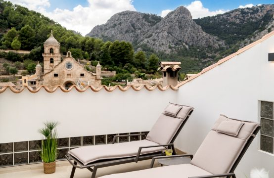 Bunyola: Renovated village house with roof terrace and mountain view