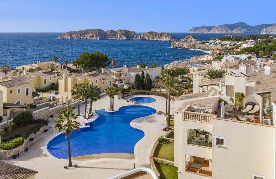 Santa Ponsa: Luxurious penthouse with panoramic sea views