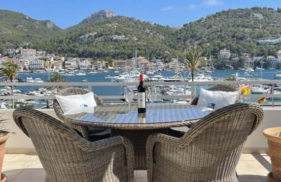 Puerto de Andratx: Light-flooded penthouse right on the harbour